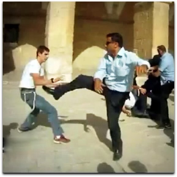Illustrative from a different event - Waqf guard attacks Jewish visitor to Temple Mount on 27 July 2015 | Photo: YouTube screenshot Temple Institute channel